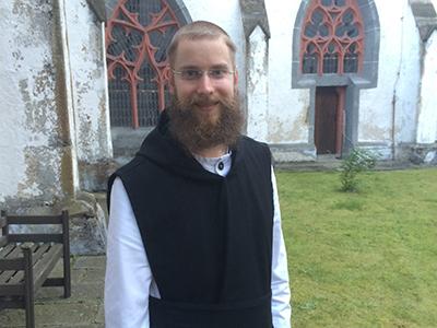 Frater Bernhard im Paradiesgarten